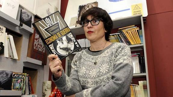 Ana Pérez Cañamares, en la librería A PIe de Página. Ricardo Otazo.