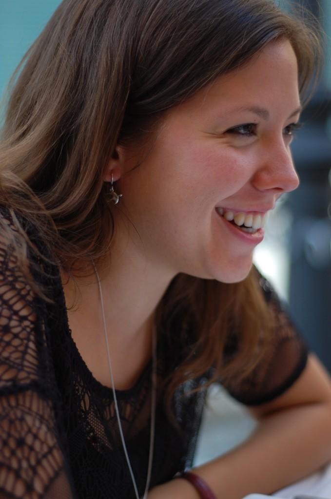 La poeta Emily Roberts.