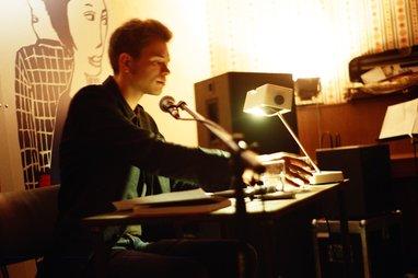 Hannes Bajohr. Fotografía de Juliane Henrich.