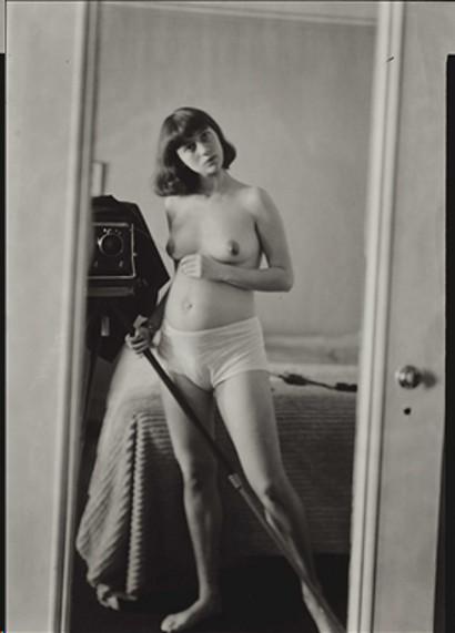 Diane Arbus, Self Portrait Pregnant. 1945.