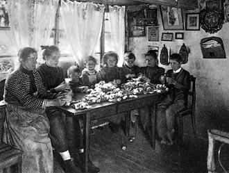 Familia obrera numerosa hacia 1890.