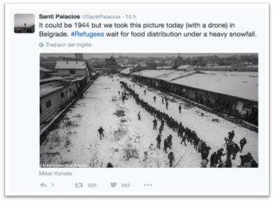 """""""Podría ser 1944 pero tomamos esta foto hoy [enero 2017] (con un dron) en Belgrado. #Refugiados esperan la distribución de comida bajo una fuerte nevada"""". Fotografía de Santi Palacios y Miguel Konate. Del twitter del primero, @SantiPalacios"""
