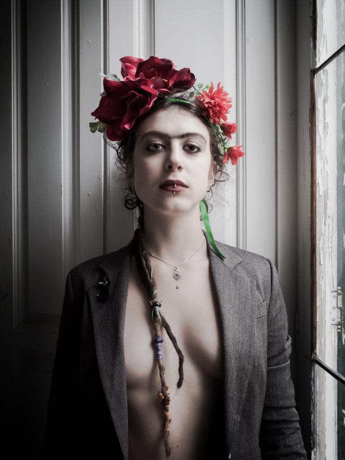 No hay dolor, Frida, ya solo hay calma. Hoy he visto tus ojos de luna grande y he soñado con besos y flores.